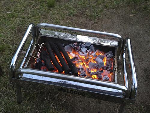 BBQコンロの炭.jpg
