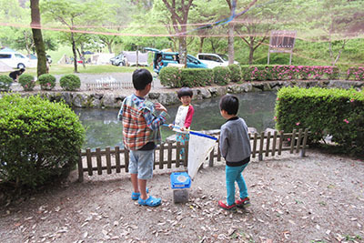 やすらぎ村2日目_池の横4443.JPG