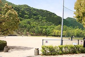 日時計の丘公園_グラウンド.JPG