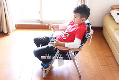 フォールディングチェア_着座_7908.JPG
