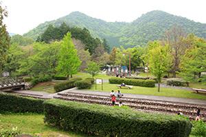 日時計の丘公園_1日目_管理棟前の広場.JPG