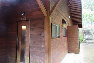 森のひととき3_炊事棟トイレ2984.JPG